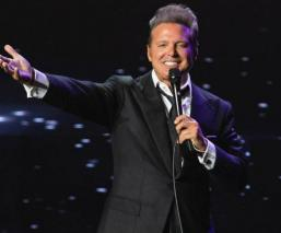luis miguel cantante accidente se queda sin voz pleno concierto Boston video
