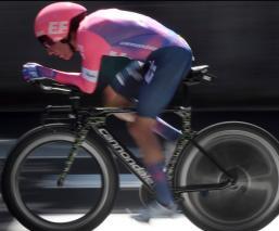 Ciclista con costillas rotas participa en el Tour de Francia