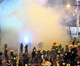 manifestantes toman calles hong kong disturbios policías conflicto inconformes hong kong china