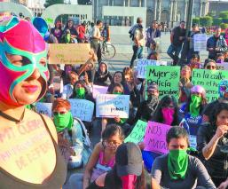 Mujeres exigen aborto legal y mayor seguridad de la policía en Edomex