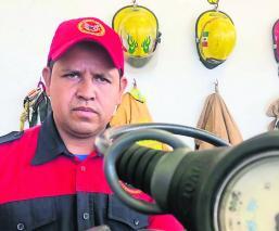 el bombero de agua que rescató cadáver de niña ahogada, en Morelos