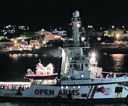 migrantes open arms logra desembarcar italia