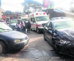 choque autos vehículos destrozados accidente Morelos