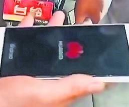 joven muere electrocutado cargaba su celular corriente eléctrica descarga china