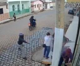 pistolero falla puntería video