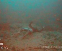 madre muere abrazada en mar mediterráneo