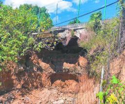 Socavón puente vehicular Subida a Chalma