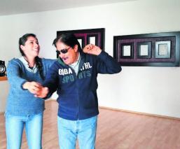 La historia de Cruz Sánchez, el hombre que combate la ceguera a través del baile