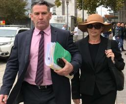 mujer miente currículum vitae termina en la cárcel australia