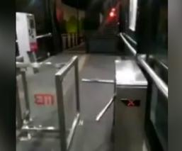 captan video fantasma metrobús torniquete