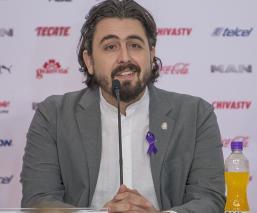 Presidente de Chivas promete un par de sorpresas más