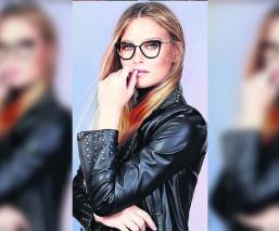 Mamá de la modelo Bar Refaeli pide ir a prisión en lugar de su hija