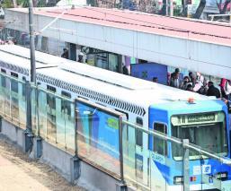 Tren Ligero de la CDMX reanuda servicio 6 horas después de lo previsto