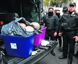 """Atoran a tres presuntos integrantes de """"La Unión"""" con 50 kilos de marihuana, en CDMX"""