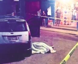 Sicarios disparan tres balas a la cabeza de hombre que fue a la tienda, en Edomex