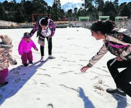Autoridades advierten sobre los riesgos de visitar el Nevado de Toluca tras caída de nieve