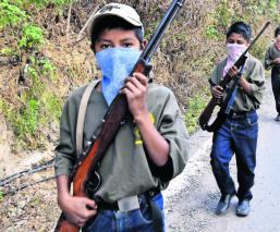 Adiestran a chavitos de comunidad de Guerrero para defenderse de grupos criminales
