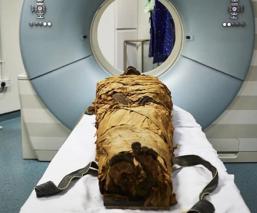 científicos hacen hablar a momia