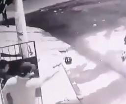 Ambulante confunde a policías con ladrones, les dispara y todo termina en muerte