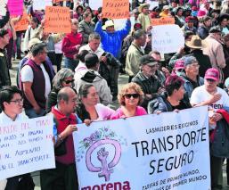 """Diputados de Morena protestan contra el """"tarifazo"""", en Edomex; exigen renuncia de Martínez"""