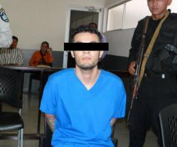 """Le dan 30 años de cárcel por enterrar viva a una joven, quien jugó """"ahorcado"""" con él"""