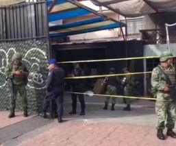 Atoran a dos hombres en domicilio de la GAM, donde encontraron armas y coches