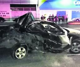 Conductores mueren luego de que sus coches se estrellarán de frente en Atlacomulco, Edomex