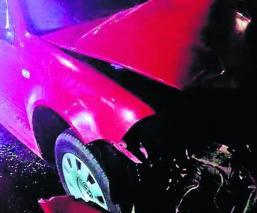 Automovilista muere en accidente de auto tras estrellarse contra un local, en Toluca