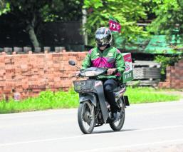 ¡Súbete a la moto! Toma el volante y consigue chamba de repartidor; la oferta es amplia