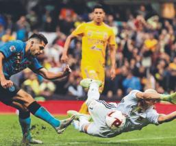 Nahuel Guzmán se defiende de criticas tras patear a un jugador de Santos
