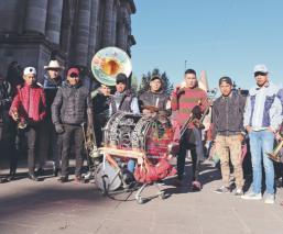 Banda Tierra Elegante acompaña a peregrinos mexiquenses en su travesía rumbo al Tepeyac