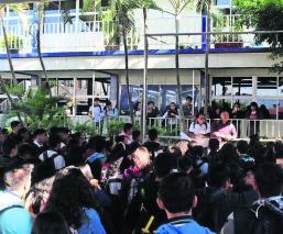 Por desvío de recursos y acoso, estudiantes toman escuela en Morelos
