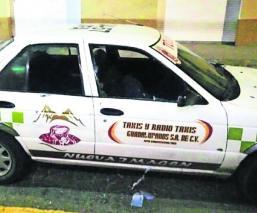 Rafaguean a dos mujeres que iban en un taxi en el Estado de México