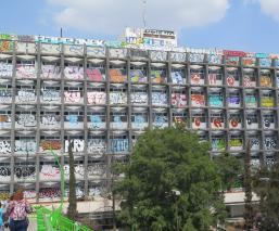 Inicia desmantelamiento de Clínica 25 en Neza para demolerla; alcalde pide nuevo hospital
