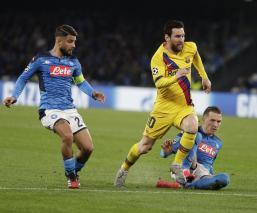 Sin 'Chucky' Lozano, el Napoli empata ante el Barcelona