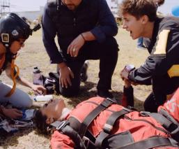 Galilea Montijo se desmaya al brincar de un avión