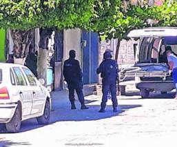 Sujetos armados ejecutan a balazos a ingeniero y maestra en calles de Guerrero