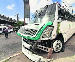 Choque entre dos camiones de transporte público deja saldo de nueve heridos, en Edomex