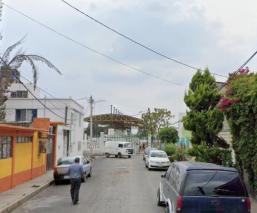 Abandonan restos cercenados de un hombre, cerca del palacio municipal de Los Reyes La Paz