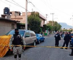 Matan a chofer de siete balazos y dejan cuerpo dentro de su combi, en La Paz