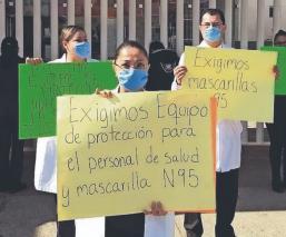 Trabajadores de la salud continúan protestando por falta de insumos médicos, en Toluca