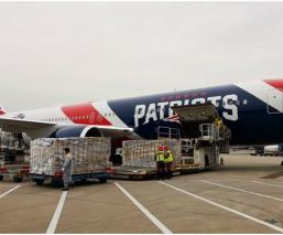 Los Patriots mandan avión a china para trasladar cubrebocas