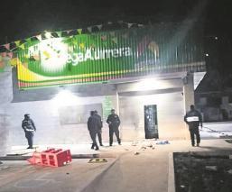 Sujetos armados asaltaron una tienda de conveniencia en Estado de México