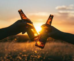 Lo que debes saber sobre beber alcohol durante la cuarentena por Covid-19