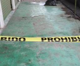 Hallan cadáver repartido en tres bolsas plásticas y narcomensaje, en la México-Texcoco