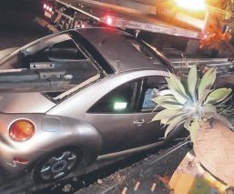 Un hombre a exceso de velocidad sobrevive de milagro a fuerte choque, en Cuernavaca