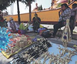 Covid-19: Artesanos tejedores de palma tuvieron el peor inicio de Semana Santa, en Edomex