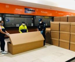 Ataúdes de cartón se han convertido en la solución ante la emergencia sanitaria en Ecuador