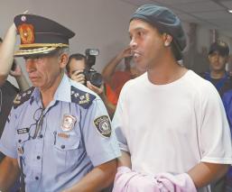 Eliminarían a Ronaldinho del FIFA 20 por seguir en la cárcel