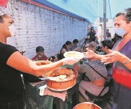 Inauguran comedor comunitario para trabajadoras sexuales y transgénero por Covid-19, en Toluca